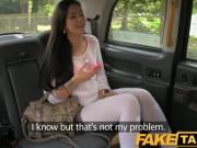 Eleva dragutza se urca in taxi si este fututa de sofer
