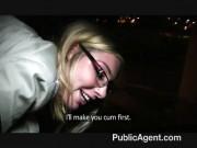 Blonda cu ochelari combinata si fututa in strada