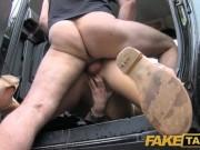 Soferul de taxi isi fute clienta in cur