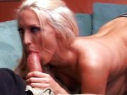 Blonda cu chef de pula