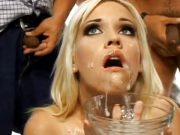 Blonda inghite 50 de doze de sperma