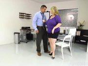 Femeie grasa fututa de un angajat