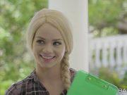 Elsa Jean blonda prinsa cu pula de negru in gura