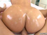 Mama cu cur mare se bucura de un anal