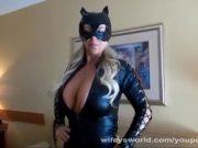 Milf deghizata in Cat Women fututa in hotel