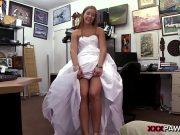 Femeia fuge de la nunta sa faca futai cu fostul gagic