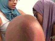 Doua araboaice se apuca de filmari erotice